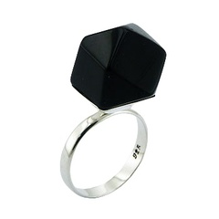Gorgeous Pyramid Cut Black Agate 925 Silver Designer Ring